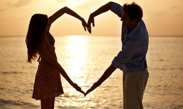 beach-couple-girl-and-boy-heart-favim-com-968635